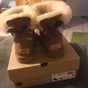 UGG Mini Bailey Bow Sz 9